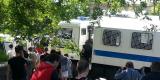 Участники антикоррупционной акции двигаются по улице Набережной в сторону Привокзальной площади