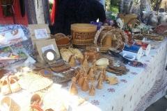 На площади была организована музыкальная программа и выставка-продажа товаров декоративно-прикладного творчества