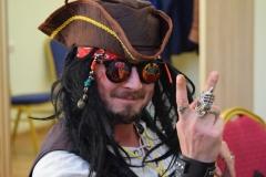<strong>Видеоблогер Анатолий Казаков прибыл на форум в костюме капитана Джека Воробья</strong>