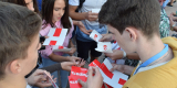 <strong>Волонтеры раздавали горожанам агитационную атрибутику</strong>