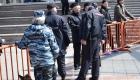 <strong>Особенностью митинга стала его организация со стороны правоохранительных органов - попасть на площадку перед Домом молодежи, которая была обнесена забором по всему периметру, можно было только после осмотра сотрудниками полиции; рядом дежурили кинологи с собаками. Впрочем, многие горожане могли слушать выступающих и за этим забором.</strong>