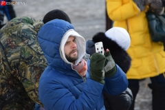 <strong>Пришедшие на митинг горожане снимали происходящее на камеры мобильных телефонов</strong>