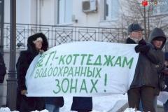 """<strong>Горожане вышли с плакатами, на которых было написано""""Нет! - коттеджам в водоохранных зонах!"""" </strong>"""