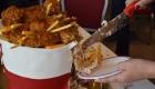 <strong>Приятной неожиданностью стал торт в форме ведерка с курицей и картошкой фри</strong>