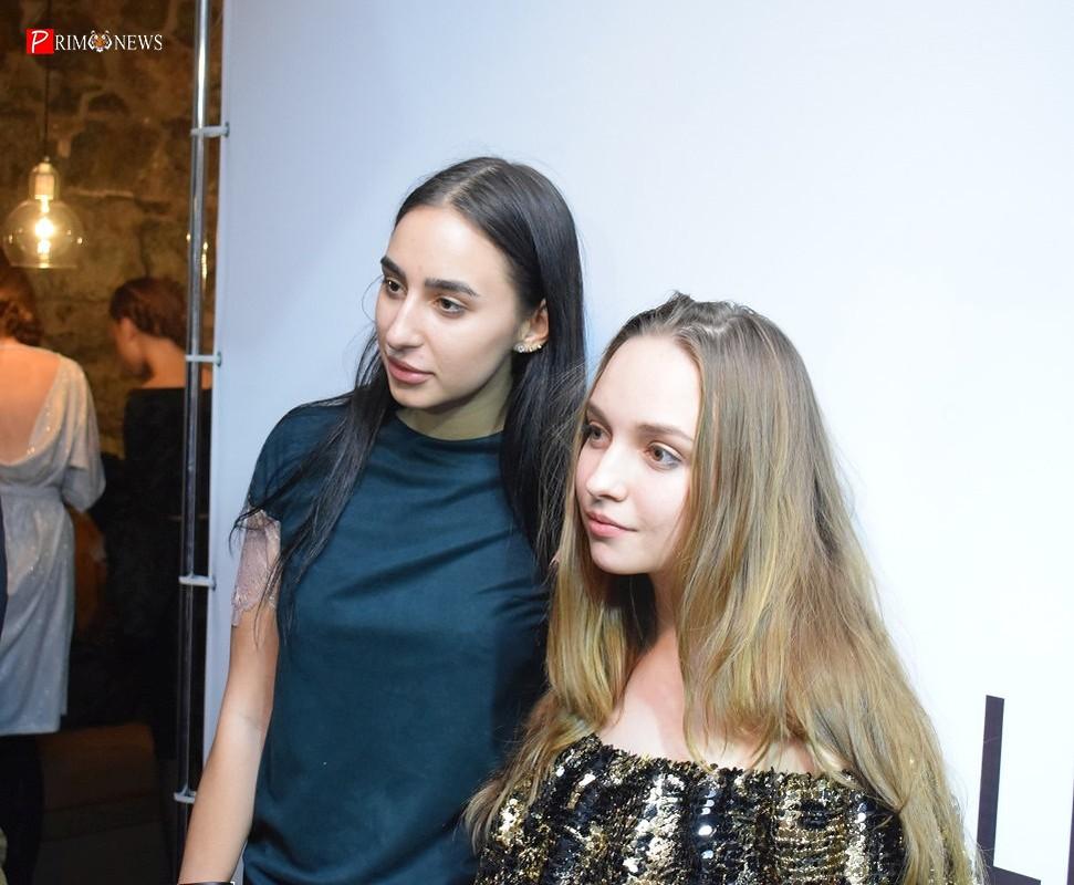 <strong>Соавтор коллекции Виктория Матина (справа)</strong>