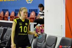 <strong>У волейболистки «Приморочки» Екатерины Клименко (№10, связующий) сегодня День рождения, её поздравили и подарили цветы</strong>
