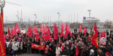 <strong>Завершилось шествие на центральной городской площади, где состоялся праздничный митинг, на котором выступили коммунисты и общественники.</strong>