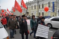 """<strong>Горожане и гости Владивостока кричали """"Ура!"""", поздравляли друг друга и всех прохожих с праздником</strong>"""
