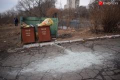 <strong>Возле мусорных баков для пищевых и бытовых отходов рассыпана гора строительного мусора</strong>