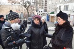 <strong>Собравшиеся жильцы общались с прибывшими журналистами</strong>