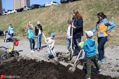 <strong>Дети тоже хотели копать и носить чернозём</strong>
