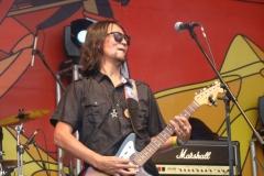 <strong>Группа Nisvanis (Монголия) — первая монгольская альтернативная рок-группа, образовавшаяся в 1996 году и в первом составе включавшая в себя фронтмена Энха-Амгалана Лонжида (вокал, гитара), Дарханбата Дархаа (бас-гитара), Анара Алтангерела (ударные) и Хосбаяра Сергелена (соло-гитара)</strong>