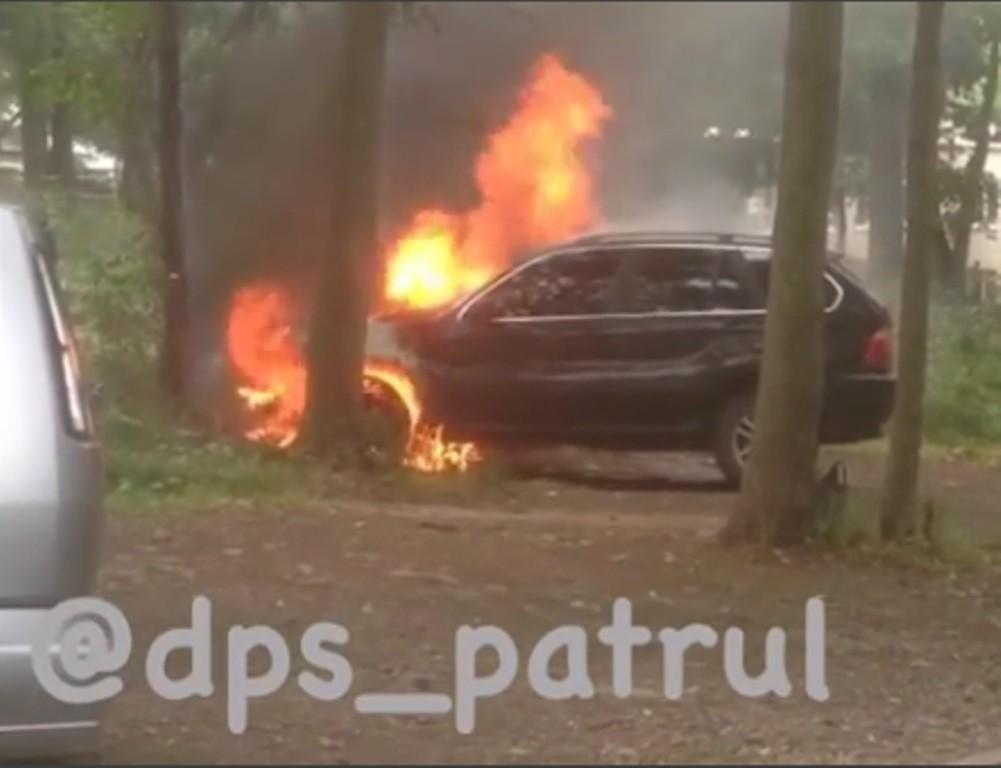 Дорогая иномарка сгорела во Владивостоке