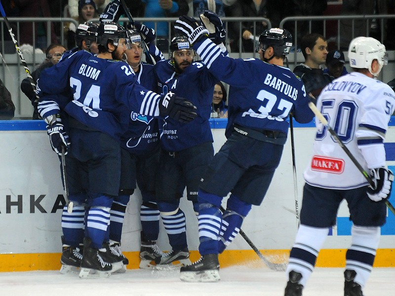 Хоккеисты «Адмирала» проиграли стартовый матч чемпионата