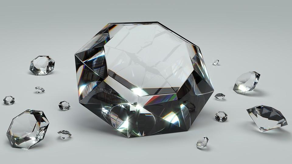 Крупные алмазы будут продавать во Владивостоке на аукционе