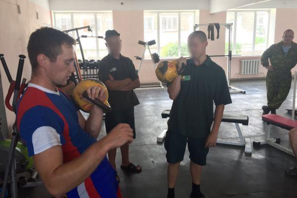 Один из лучших гиревиков России провёл мастер-класс для приморцев