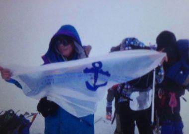 Флаг Находки развернули на Эльбрусе