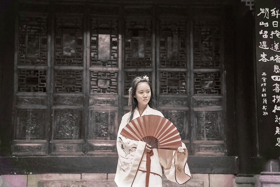 Уникальное кимоно передали Приморской краевой картинной галерее