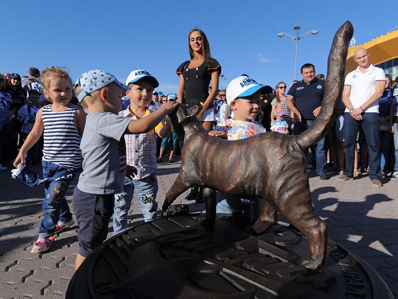 Кошке Матроске во Владивостоке открыли памятник