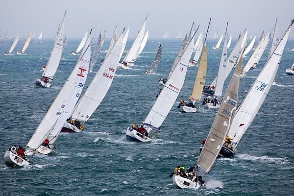В бухте Миноносок финишировала первая гонка юбилейной 35-й регаты адмирала Невельского