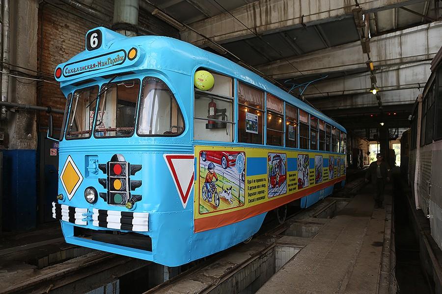 Во Владивостоке вышел на линию «Трамвай безопасности»