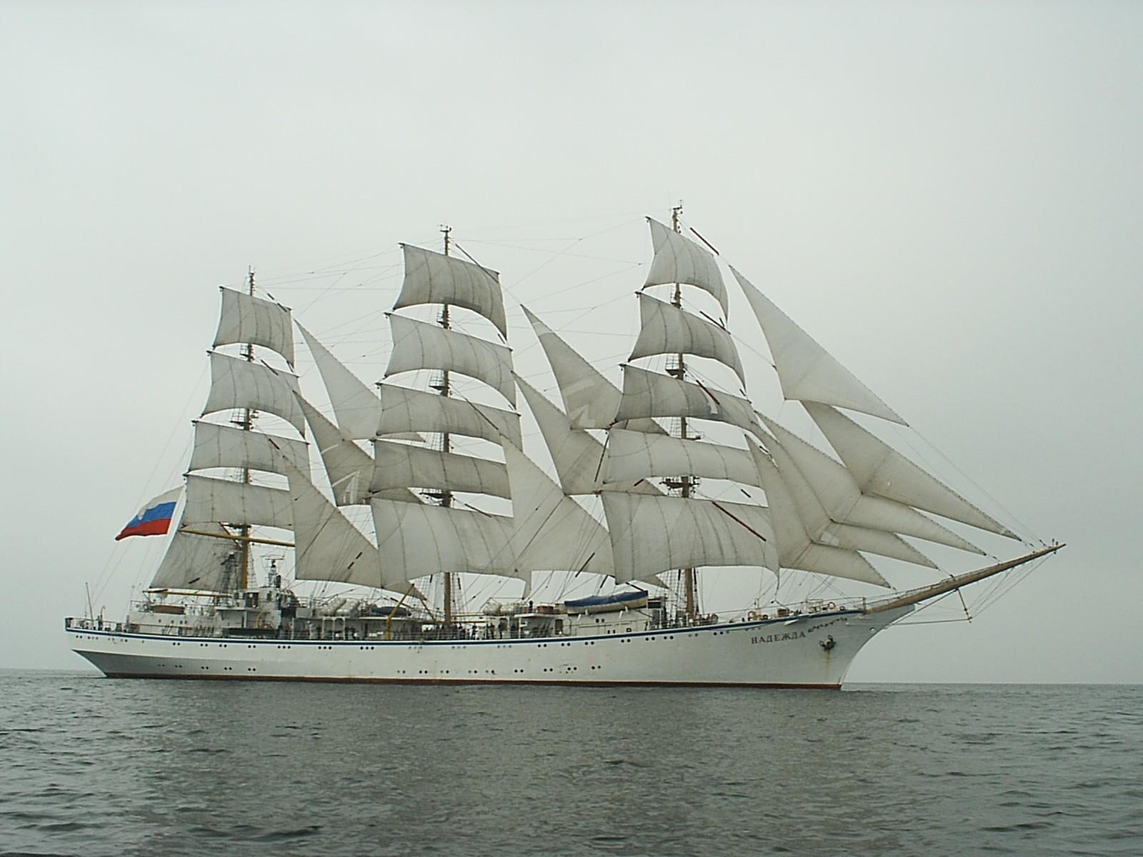 Парусное учебное судно «Надежда» готовится к Черноморской регате-2016 в Новороссийске