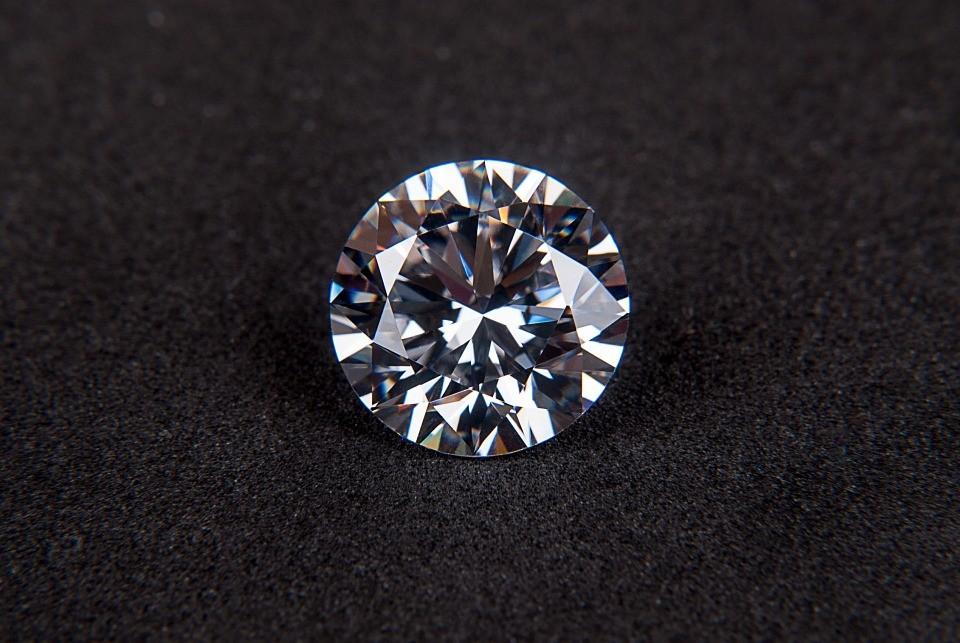 Специалистов по огранке алмазов начали обучать в Приморье