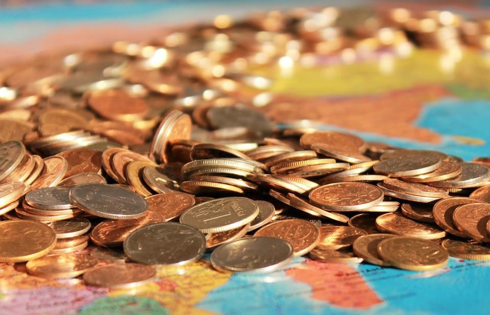Стало известно, в каких отраслях приморцы чаще всего получают «серую» зарплату