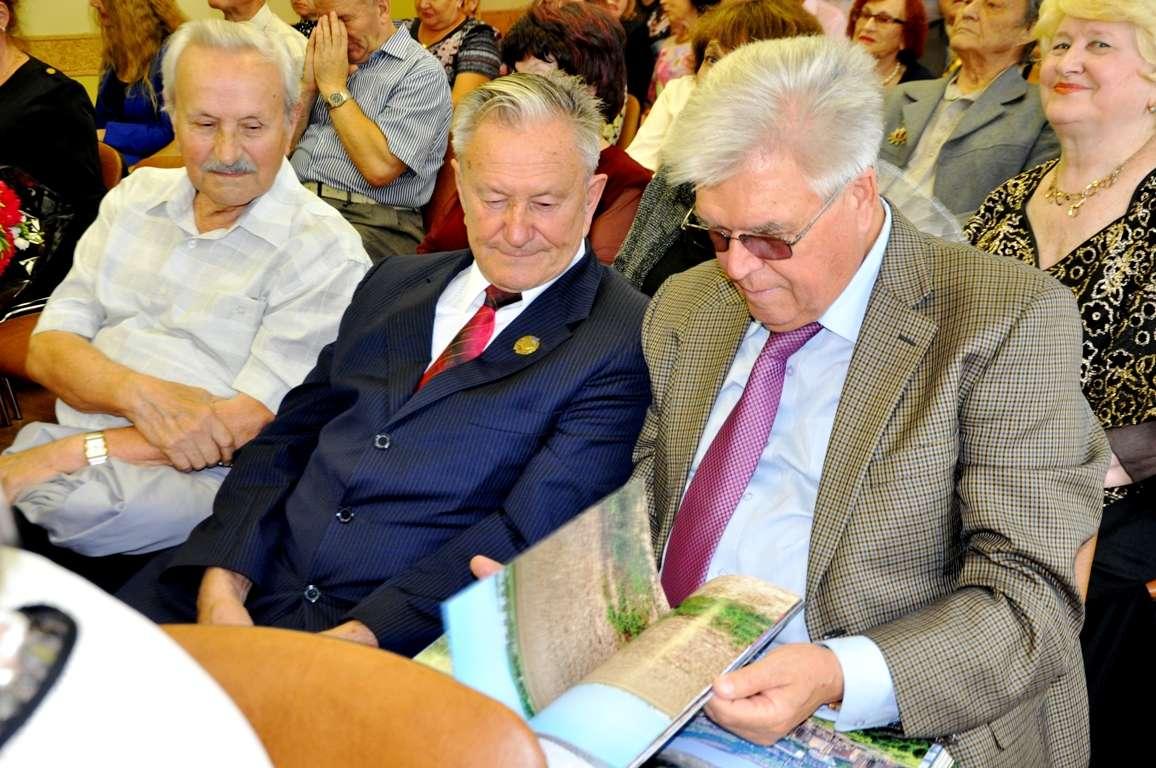В Уссурийске представили биографический справочник о почётных гражданах города