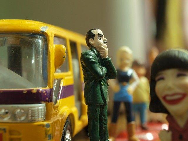 Во Владивостоке столкнулись легковушка и автобус