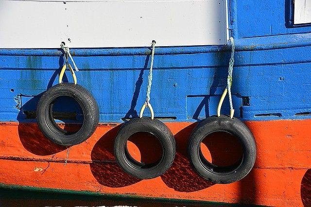 Приморские моряки на арестованном судне попросили помочь им вернуться домой