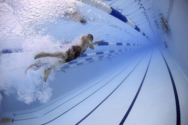 Совет: как научить ребёнка плаванию