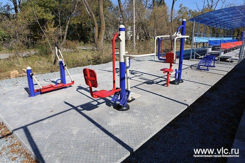 Во Владивостоке построили современную универсальную спортивную площадку
