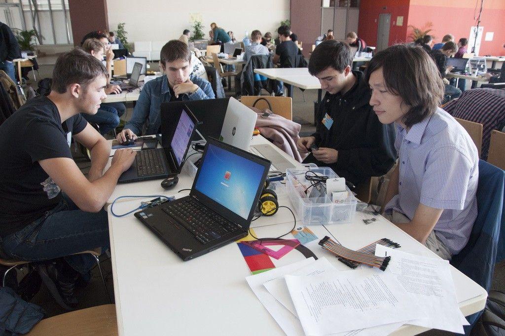 Во Владивостоке стартовал турнир по робототехнике Robotics Tournament