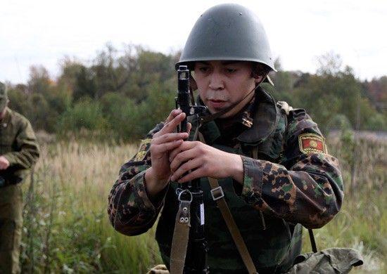 Выпускников вузов в Приморье позвали в армию на контракт