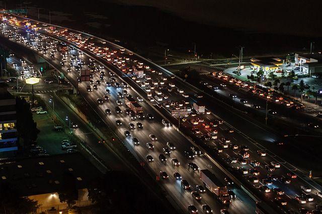 Отказавшие светофоры привели к масштабному транспортному коллапсу во Владивостоке