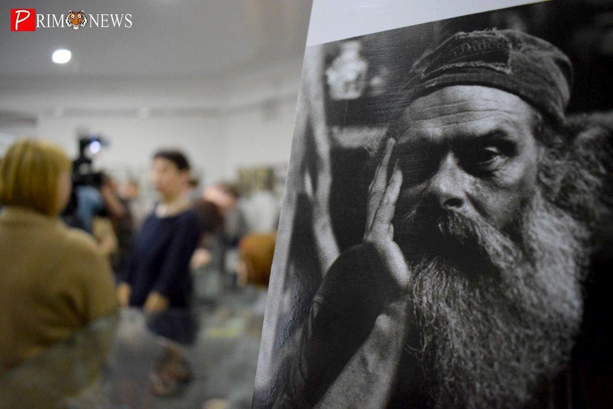 Выставка приморского художника Джона Кудрявцева открылась во Владивостоке
