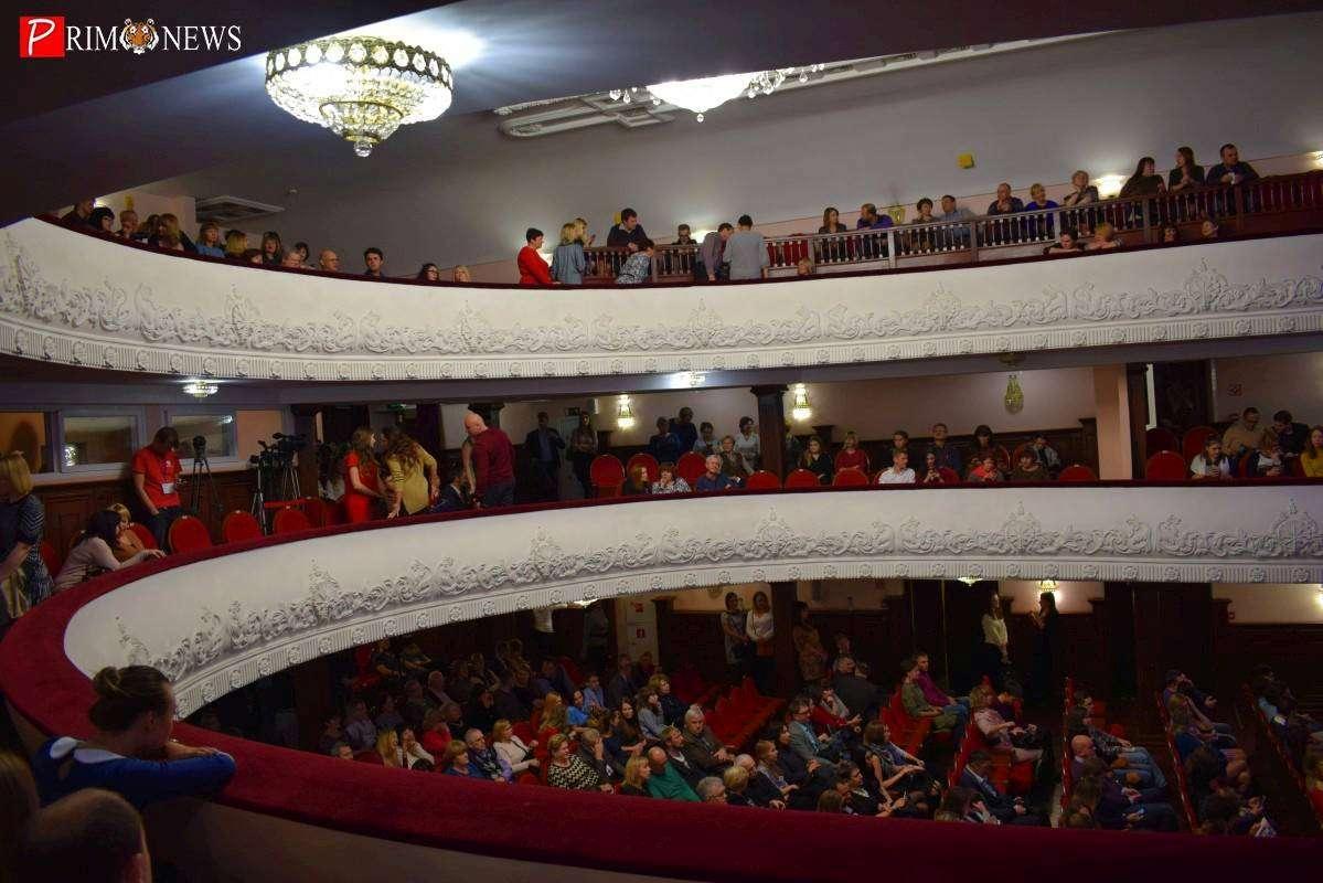 Скандалом с «обнажёнкой» обернулось шоу в здании Приморской филармонии