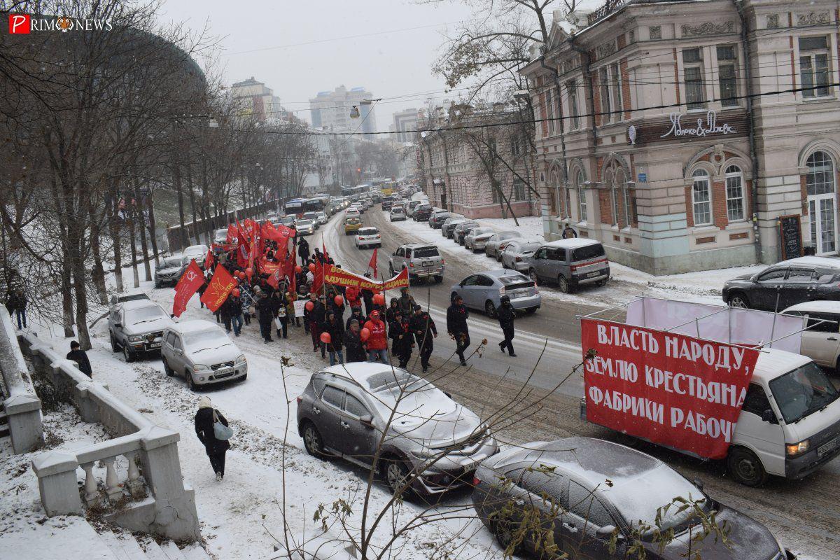 «Слава великому Октябрю»: во Владивостоке отметили годовщину революции 1917-ого