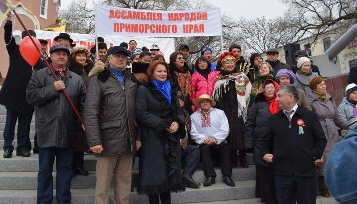«Россия встала с колен!»: День народного единства отметили во Владивостоке