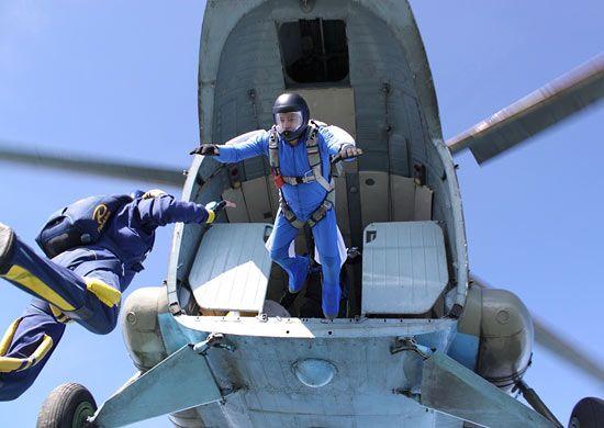 Приморские парашютисты установили новый рекорд