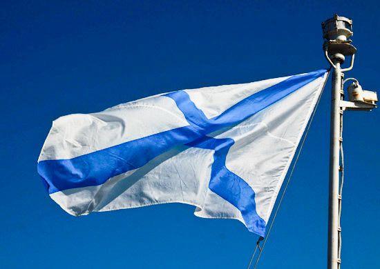 На новейшем модульном водолазном катере-катамаране ТОФ торжественно подняли Андреевский флаг