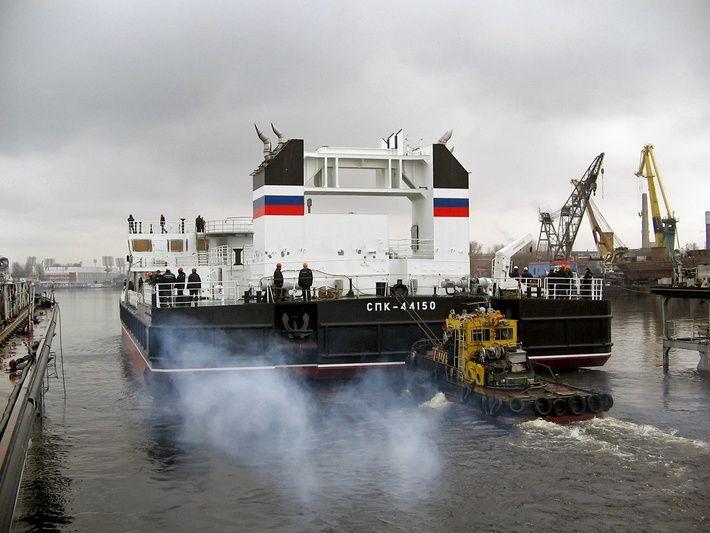Тихоокеанский флот получил третий плавучий кран проекта 02690