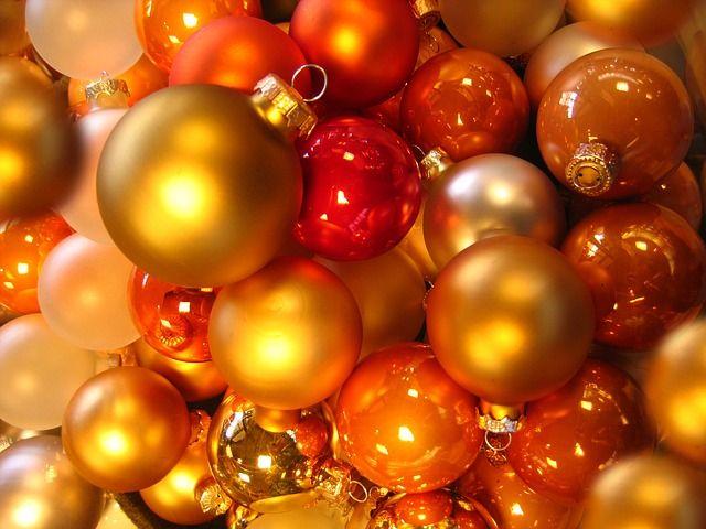 В Уссурийске Дед Мороз в погонах приехал поздравлять детей на служебной машине