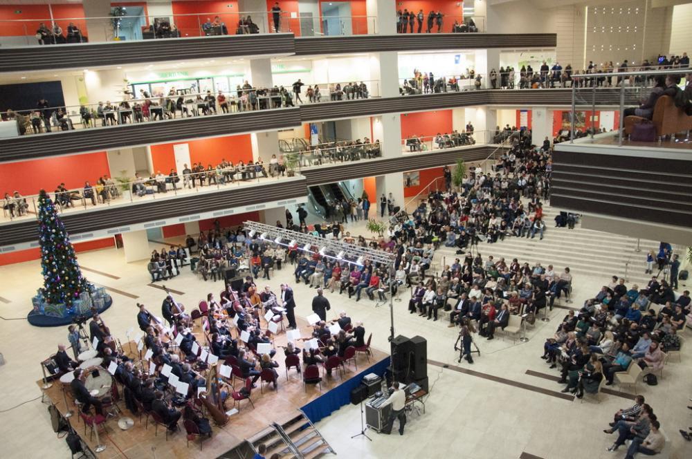 Первый концерт симфонического оркестра Приморской сцены Мариинского театра прошёл в ДВФУ
