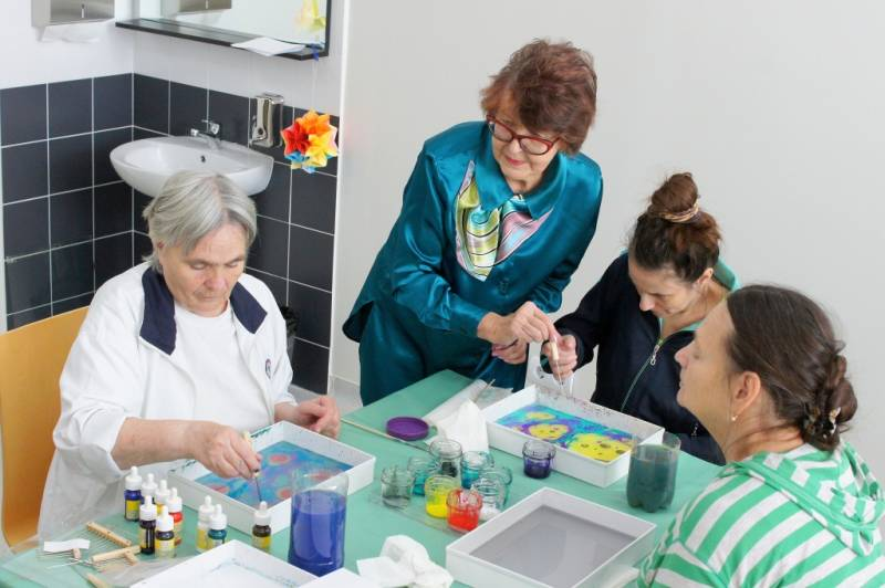В Медицинском центре ДВФУ начали лечить пациентов при помощи рисования на воде
