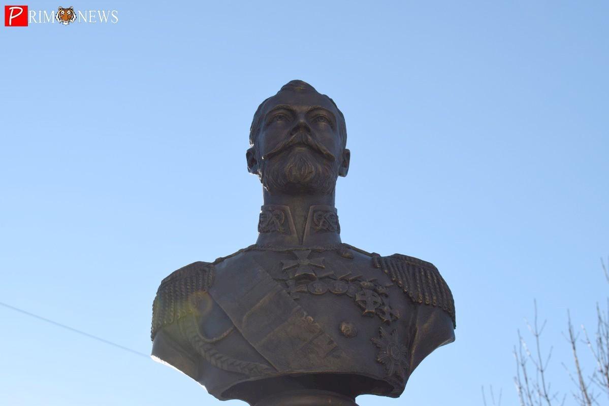 Во Владивостоке открыли памятник Николаю II