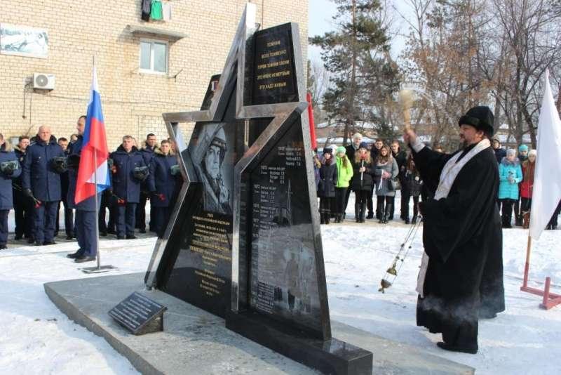 В Арсеньеве открыли памятник Герою России Олегу Пешкову и другим погибшим летчикам