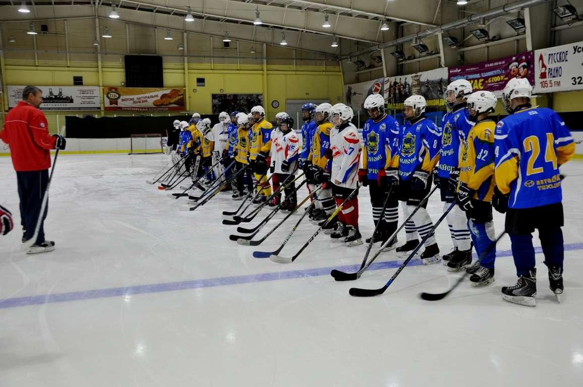 В Уссурийске для юных хоккеистов провёл мастер-класс Заслуженный тренер России Сергей Гимаев