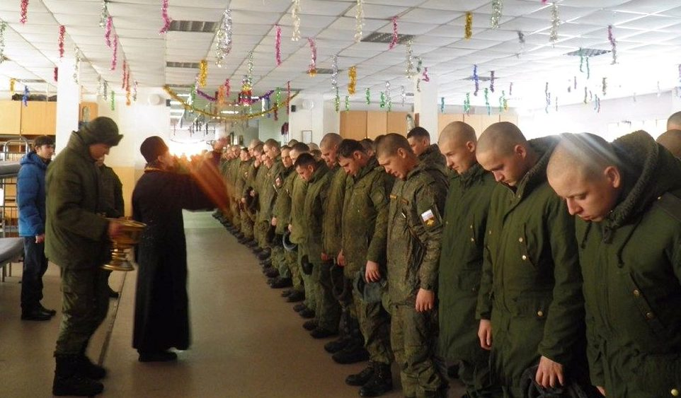В Уссурийске освятили казармы десантников и мотострелков